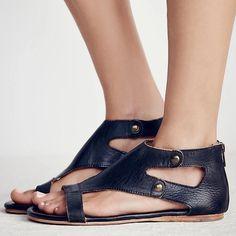 Black Gladiator Sandals, Best Shoes For Men, Fashion Shoes, Style Fashion, Brown Shoe, Peep Toe, Flats, Summer Sandals, Heels