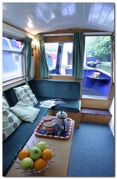 Houseboat Interiors Ideas - The Urban Interior Houseboat Decor, Houseboat Living, Houseboat Ideas, Canal Boat Interior, Tiny House Movement, Boat Design, Small Room Bedroom, Water Crafts, Rustic Design