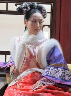 Mandarin jacket for Palace maidservant manager / Fashion in Qing dynasty via 甄嬛传 Oriental Fashion, Asian Fashion, Oriental Style, Women's Fashion, Empresses In The Palace, Dragon Princess, Chinese Clothing, Qing Dynasty, Hanfu