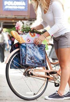 Sie sind auf der Suche nach der perfekten Tasche zu Ihrem neuen Kleid, finden aber keine? Oder Sie hätten gern eine praktische Tasche für Ihr Fahrrad? Hier kommen vier Ideen für Taschen zum selbst machen!