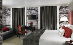 At Flemings Mayfair there are 119 deluxe Mayfair rooms, 10 executive suites, a choice of luxury apartments and the Townhouse, a unique 7 bedroom private residence.