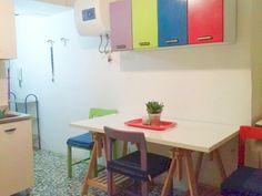 Cucina - lato sinistro con tavolo da pranzo