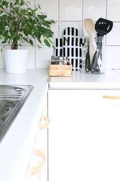 Nordic Days is a website with Scandinavian interiors where you learn everything about Scandinavian design and the latest home interior trends. Scandinavian Design, Scandinavian Interiors, Black Interior Design, Inspired Homes, House Design, Kitchen, Inspiration, Contrast, Bedrooms
