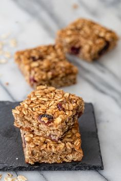 Enjoy these chewy Oatmeal Breakfast Bars in the morning or as a midday snack. They're great for meal prepping in advance and packed with heart healthy oats! | Oatmeal recipes | Breakfast Foods | Meal Prepping | Healthy Breakfast | Oat bars | Chewy bars #oatmealbars #breakfastbars #breakfastrecipes #oatmealrecipes #oatbars #feelgoodfoodie All You Need Is, Heart Healthy Desserts, Healthy Recipes, No Bake Oatmeal Bars, 16 Bars, Snacks Saludables, Oatmeal Recipes, Oatmeal Breakfast Recipes, Breakfast Ideas