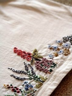 fancywork Embroidery Designs, Vintage Embroidery, Embroidery Applique, Beaded Embroidery, Cross Stitch Embroidery, Embroidery Thread, Flower Embroidery, Garden Embroidery, Embroidery Tattoo