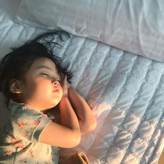 Discovered by baby girl. Find images and videos about cute, korean and baby on We Heart It - the app to get lost in what you love. Cute Asian Babies, Korean Babies, Asian Kids, Cute Babies, Funny Babies, Cute Little Baby, Cute Baby Girl, Little Babies, Baby Kids