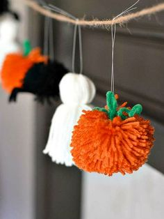 Looking for some fun and easy DIY Halloween idea… Halloween: DIY Halloween Decor. Looking for some fun and easy DIY Halloween ideas to decorate your home or party? Today I am sharing some Hauntingly good Halloween ideas! Halloween Tisch, Diy Halloween Dekoration, Art Halloween, Creepy Halloween Decorations, Easy Halloween Crafts, Halloween Party Decor, Fall Crafts, Decor Crafts, Diy And Crafts