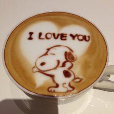 Snoopy Latte art ~ ღ Skuwandi Cappuccino Art, Coffee Latte Art, Cappuccino Machine, I Love Coffee, Coffee Cafe, Coffee Humor, Coffee Quotes, Coffee Break, My Coffee