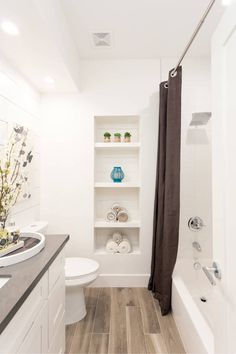 Here are some quick small bathroom ideas, decorating tips, and some great inspiration to get you rolling up your sleeves!