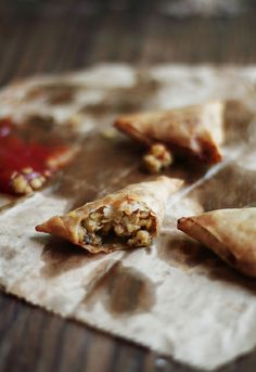 Food Wanderings: Lentil Stuffed Samosas – Dal ke Samose a Guest Post by Journey Kitchen Indian Food Recipes, Vegetarian Recipes, Cooking Recipes, Curry Recipes, Vegetarian Appetizers, Samosas, Traditional Indian Food, Samosa Recipe, Indian Dishes