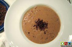 Pilzrahmsuppe auf Rotweinbasis mit Bitterschokolade