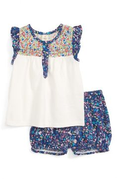 Free shipping and returns on Tucker + Tate Flutter Sleeve Tunic & Bubble Shorts Set (Baby Girls) at Nordstrom.com. A pretty mix of floral prints defines the yoke, placket and ruffled sleeves of a heathered tunic paired with coordinating bubble shorts for a summer-ready look.