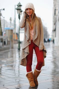 I usually don't like colored jeans, but I really like this look!