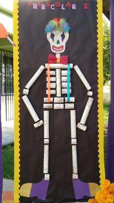 Esqueleto hecho con tubos de carton/ paper roll skeleton                                                                                                                                                     Más