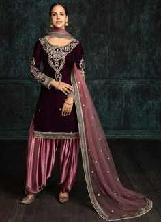 Shop for designer salwar kameez with latest celebrity designs, including anarkali suits, dresses, lehenga cholis and sarees at great discounts only at Lashkaraa Punjabi Dress, Punjabi Suits, Pakistani Dresses, Indian Dresses, Indian Outfits, Indian Attire, Indian Clothes, Patiala Dress, Patiala Salwar Suits