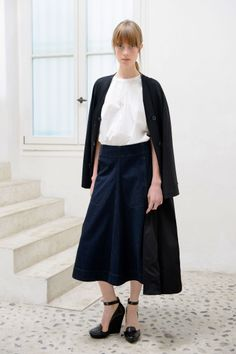 23. Overcoat in washed cotton twill / Draped tee-shirt in cotton poplin / Flared skirt in cotton denim / Wedge sandals in calf leather