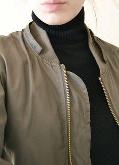 Kup mój przedmiot na #vintedpl http://www.vinted.pl/damska-odziez/swetry-z-golfem/8632859-bluzka-sweter-sweterek-golf-z-golfem-czarny-bez-rekawow-s-xs-m