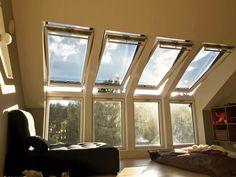 Lekker tak/fasade løsning med utvendig screen på takvinduene som stopper varmen fra solstrålene Loft, Windows, Lofts, Ramen, Attic Rooms, Attic, Mezzanine, Window