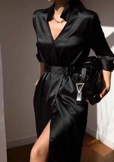 Glamouröse Outfits, Black Dress Outfits, Classy Outfits, Stylish Outfits, Casual Dresses, Fashion Dresses, Black Dress Shirt, Yellow Jacket Outfit, Simple Black Outfits