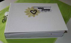 J'ai le plaisir de vous présenter l' album réalisé pour le mariage de ma fille , un montage entièrement fait sur mesure ( base de cartonnage avec skyvertex et reliure traditionnelle, pages 21 x 25cm). J'ai en effet pris les bases du cartonnage ( avec...