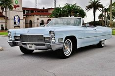 Do you need a beautiful cabriolet from the late on the meeting cars? This Cadillac DeVille Convertible from 1968 was the symbol of true luxury of its time! Cadillac, Convertible, 1969 Chevelle, Classic Cars, Classic Auto, Counting Cars, Road Train, Truck Design, All Cars