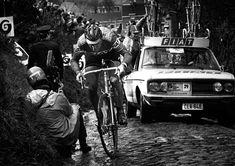 Eddy Merckx op de Koppenberg in 1977. Is dit nu DE Berg in de Ronde nu de Muur niet meer meedoet?
