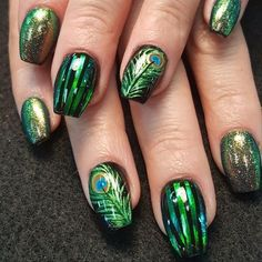 49 Hottest Feather Nail Art Designs Ideas You Should Try Peacock Nail Designs, Peacock Nail Art, Nail Art Designs, Feather Nail Art, Fancy Nails, Cute Nails, Nail Art Pena, Animal Nail Art, Pretty Nail Art