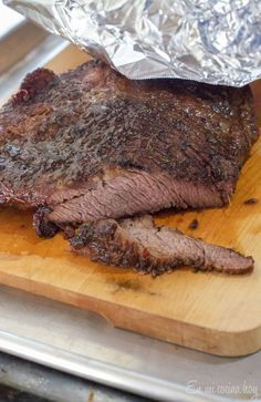 Chilean Plateada or Oven-Roasted Beef Brisket is a staple of the Chilean Cuisine, a tender meat to enjoy with family on the weekends. Jamaican Curry Chicken, Chicken Curry Salad, World Recipes, Meat Recipes, Cooking Recipes, Oven Roast Beef, Chilean Recipes, Chilean Food, Friend Recipe