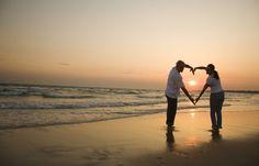 Un couple sur la plage.