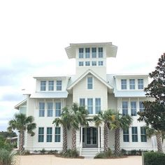 Looking for some travel inspo? We love this beach house on that snapped last month. Coastal House Plans, Coastal Homes, Beach Homes, Chic Beach House, Beach House Decor, Grilling Gifts, Waterfront Homes, Beach Cottages, Florida