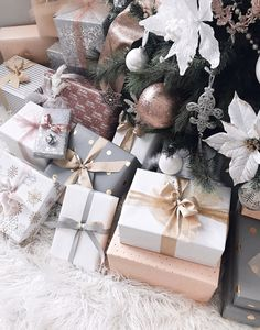 Gift wrapping ideas - D. Gift wrapping ideas Informations About D. Gift wrapping ideas Pin You can easily use my p - Christmas Present Wrap, Family Christmas Gifts, Noel Christmas, Christmas Gift Wrapping, Christmas Presents, Holiday Gifts, Christmas Ideas, Cheap Christmas, Santa Gifts