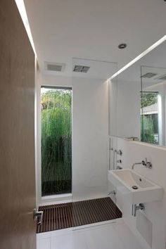 Sunken tub, floor-to-ceiling window (the horsetail planted outside provides a privacy screen), plenty of light