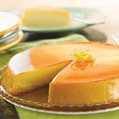 ¡#Flan de #limón!  Te decimos como hacer fácilmente un veraniego flan de limón, solo necesitas: 4 huevos, 100gr. azúcar, 2 limones y ½ cucharada de vainilla. Bate las yemas con el azúcar y añade la maicena, después el jugo y la ralladura del limón, revuelve perfectamente, ponlo al fuego y mueve continuamente hasta que espese, apaga y deja enfriar, bate las claras a punto de nieve e incorpóralos de manera envolvente.  ¡Ya lo tienes!