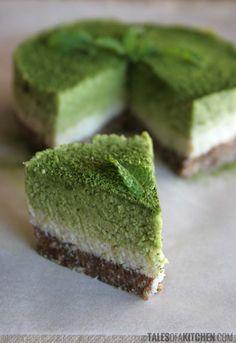 Coconut mint matcha cake - raw & vegan