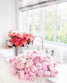 Bouquets of flowers | Image via Monika Hibbs