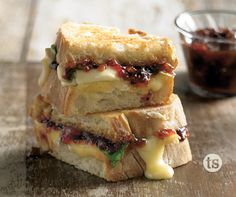 Bacon Brie Grilled Cheese Recipe │Toasty bread, melty brie cheese, spinach and bacon pepper jam make this a gourmet tasting grilled cheese. Serve as an appetizer or for a quick weeknight dinner. Lactose Free Sour Cream, Homemade Baked Beans, Best Grilled Cheese, Grilled Cheeses, Tastefully Simple Recipes, Pork Burgers, Bacon Jam, Slow Roast, Quick Appetizers