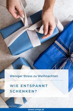 Für manche Menschen gehört Stress zu den Weihnachtsgeschenken wie die Vanillekipferl zum Heiligen Abend. Damit es weniger stressig wird, haben wir ein paar Ideen für entspanntes Schenken. Connect, Stress, Thoughts, Wallet, Gift Table, Godchild, Wrap Gifts, Turning, Joie De Vivre
