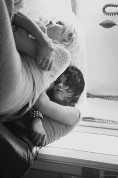 Kristen Stewart & Dakota Fanning in The Runaways (2010)