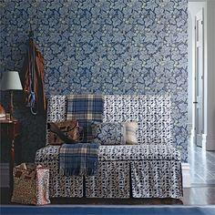 William Morris, Bramble, Interior Wallpaper, Wall Wallpaper, Contemporary Interior, Modern Interior Design, Cosy Home, Morris Wallpapers, Designer Wallpaper
