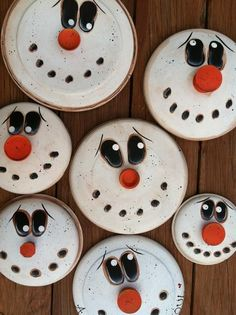Snowman lids- too cute! Would love to make these and use them as magnets and ornaments!