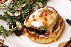 Napa Tenderloin Benedict English Muffin Brands, English Muffin Recipes, Bays English Muffins, British, Family Meals, Poultry, Great Recipes, Hamburger, Brunch