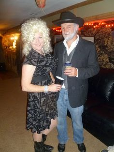 An easy Dolly Parton and Kenny Rogers Halloween costume