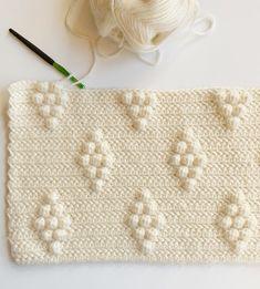 I tweaked Hannah's Diamond Berry Blanket and turned it into this Diamond Bobble Blanket. Bobble Stitch Crochet, Crochet Square Blanket, Afghan Crochet, Farm Crafts, Craft Stick Crafts, Crochet Stitches Patterns, Crochet Patterns For Beginners, Stitch Patterns, Crochet Stars