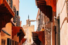 Calle principal en el casco histórico de Marrakech.