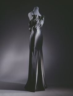 Evening dress  Place of origin: London, England (made)  Date: 1937 (made)  Artist/Maker: Charles James, born 1906 - died 1978 (designer)  Colcombet (fabric, manufacturer)