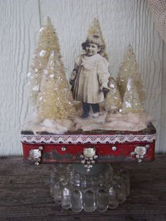 Altered Altoid Tin Christmas Decoration <3 I have a broken pedestal bowl base to use for something like this!