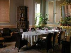 Picture frame paneling in a dining room