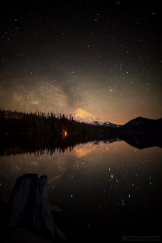 shooting stars, special night so long ago. Beautiful World, Beautiful Places, Earth From Space, Shooting Stars, Science And Nature, Nature Pictures, Amazing Nature, Night Skies, Pretty Pictures
