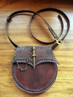 This hand cut, punched and stitched leather Sporran is made of Dark Mahogony hand stained Cowhide with Goatskin gusset and has a pouch Leather Carving, Leather Art, Leather Gifts, Leather Bags Handmade, Green Leather, Leather Tooling, Soft Leather, Leather Belt Pouch, Leather Purses