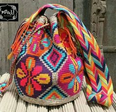 Bolso wayuu Tapestry Bag, Tapestry Crochet, Free Crochet, Knit Crochet, Hello Kitty Crochet, Mochila Crochet, Bag Pattern Free, Crochet Purses, Pretty Patterns